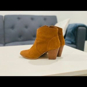 URBAN OUTFITTERS Brown Boots